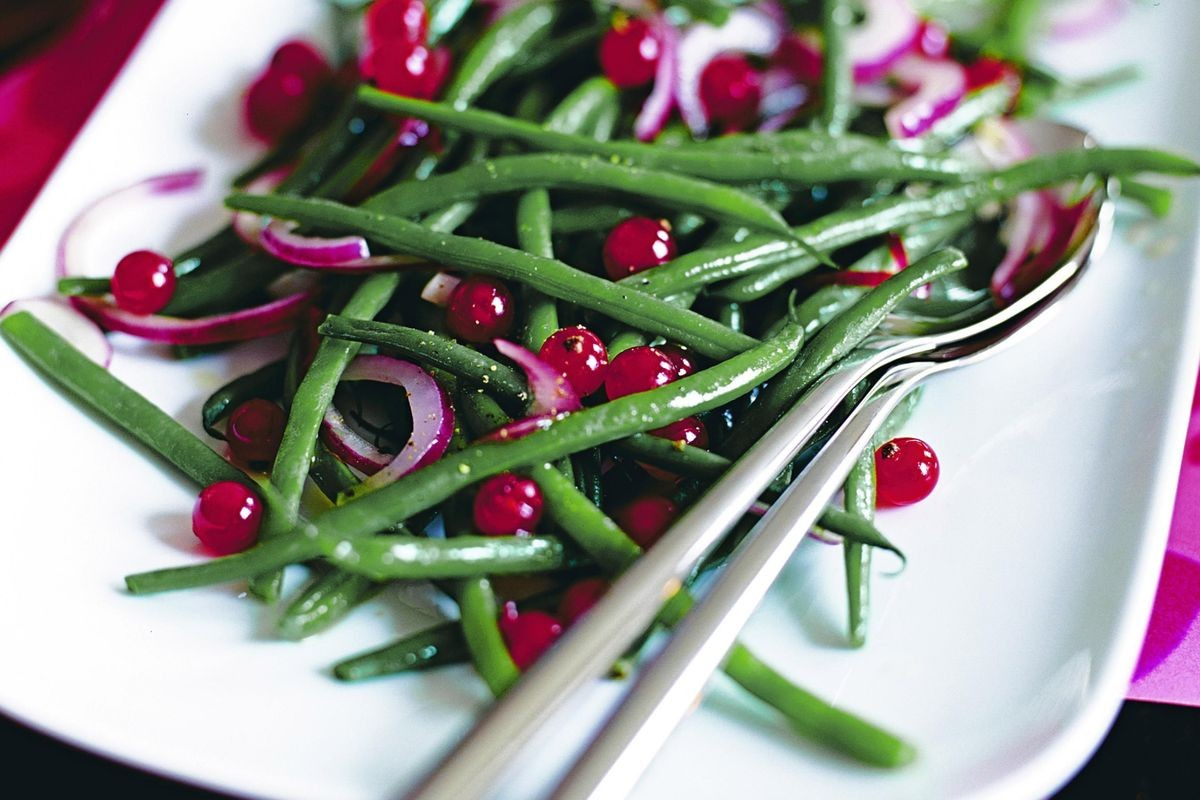 green-beans-with-red-onion-and-redcurrants-12536-1