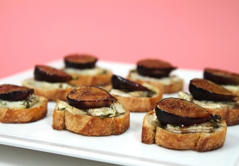Balsamic figs with blue cheese crostini