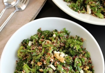 Healthy Broccoli salad with Quinoa and Almonds